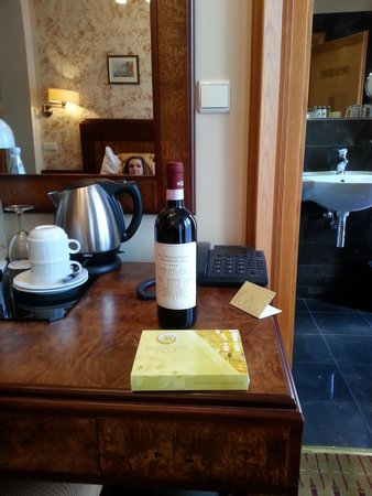 Hotel Majestic Plaza Prague : Complimentary Wine and Chocolates