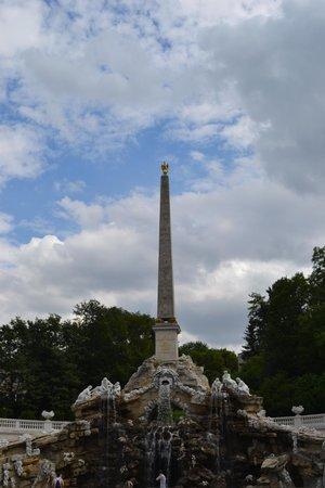 Schloss Schönbrunn: Obelisk in the gardens