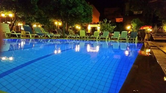 Oscar Boutique Hotel: Pool and outdoor eating area