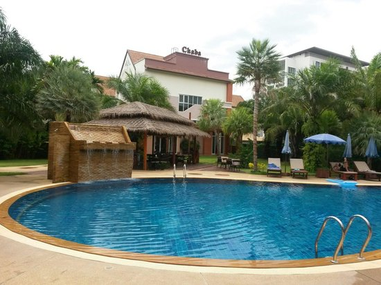 Phuket Chaba Hotel: Бассейн