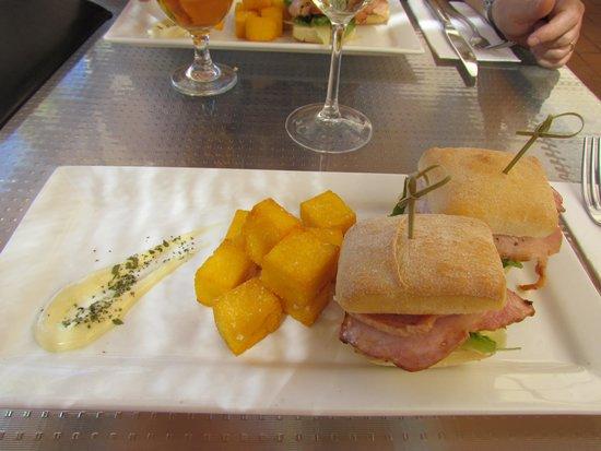 Desert Gardens Hotel, Ayers Rock Resort: pranzo