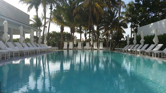 COMO Metropolitan Miami Beach: Relaxing pool