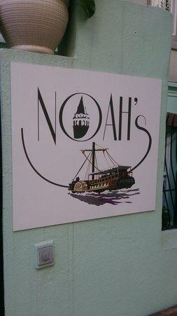 Noah's Hostel: Вывеска