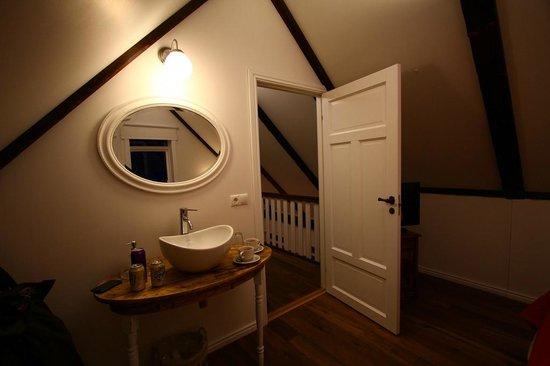 Grand Guesthouse Gardakot: sink in room