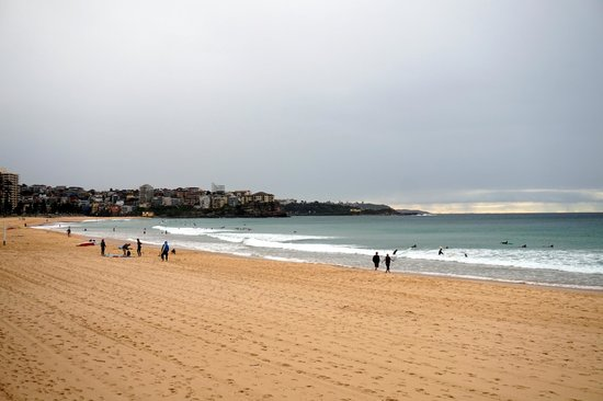 Manly Scenic Walkway: beach and surfers