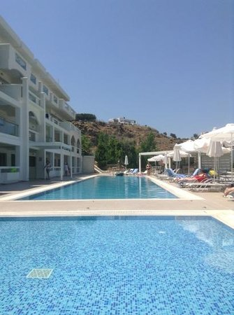 Lindos White Hotel and Suites: top pool quiter than the main one