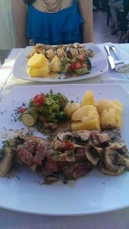 Lindos White Hotel and Suites: gorgeous meal in dionysos restaurant in lindos