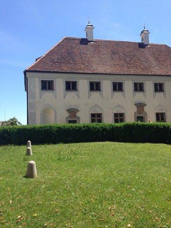 Andechs Monastery: Nebengebäude des Klosters.