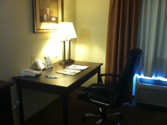 Comfort Inn & Suites Rock Springs : A work desk and chair - with great wifi