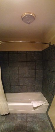 Mariah Country Inn & Suites: Shower was very clean