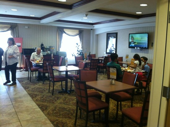 Comfort Inn & Suites Rock Springs : The breakfast area is large and clean, lots of food variety