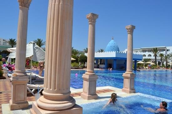 Concorde Hotel Marco Polo : espectacular piscina...