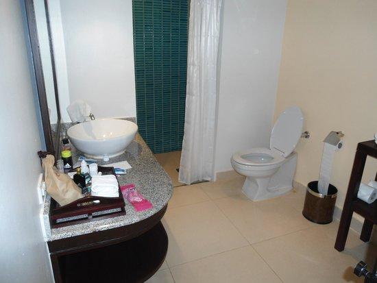 Centara Karon Resort Phuket: The Shower Room