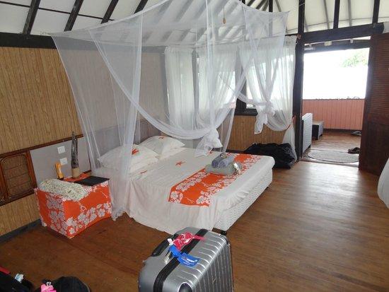 Bora Bora Ecolodge: intérieur de notre bungalow