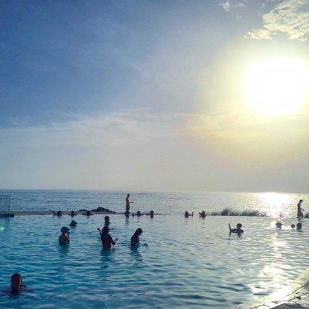 Bimini Sands Resort and Marina: Infinity Pool