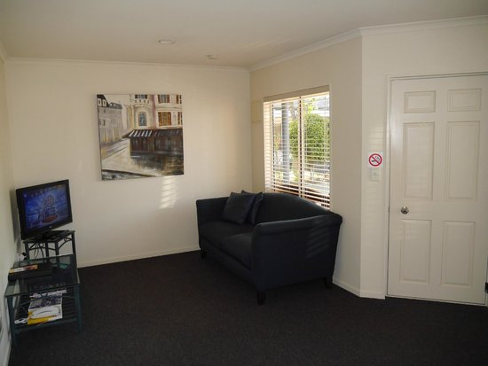 Havelock North Motor Lodge : Lounge in one bedroom suite at Havelock North