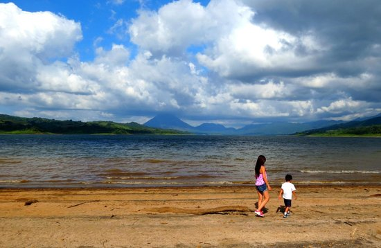 Go Tours Costa Rica - Day Tours: Arenal lake with a view of Arenal Volcano