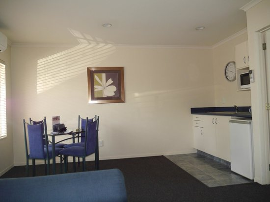 Havelock North Motor Lodge : Kitchen dining area in one bedroom suite