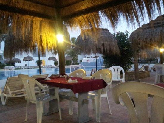 Hotel Cedriana: restaurant exterieur