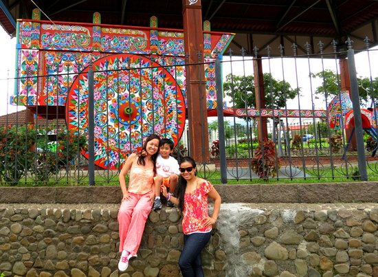 Go Tours Costa Rica - Day Tours: largest oxcart in the world at Sarchi