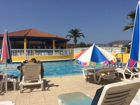 Exotica Hotel: pool and view of pool bar