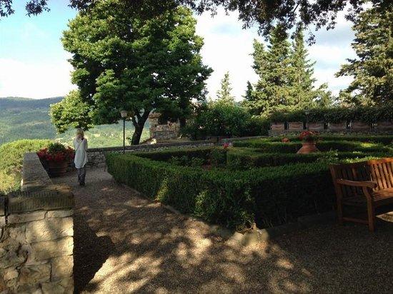 Castello Vicchiomaggio: gorgeous grounds