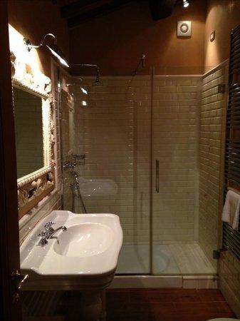 Castello Vicchiomaggio : beautiful bathroom