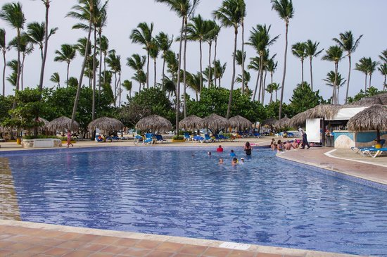 Sirenis Punta Cana Resort Casino & Aquagames: At the large pool during the hot day