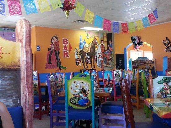 Mexico Lindo: Inside view