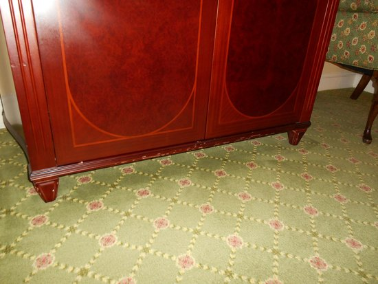 Waldorf Astoria New York: Furniture Seen Better Days