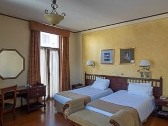 Hotel Real Audiencia : Corner room