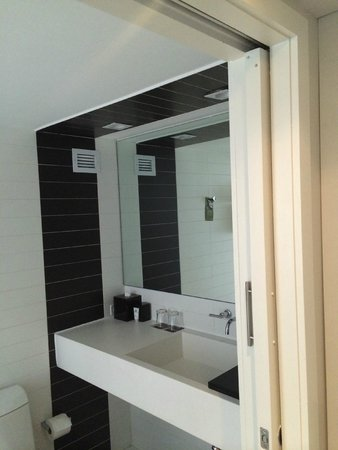 The Donovan, A Kimpton Hotel : Bathroom