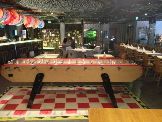 Mama Shelter Bordeaux: in the dining space, a baby foot