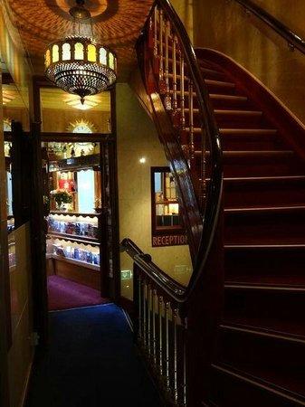 Hotel Nadia: ホテル入口~ロビー