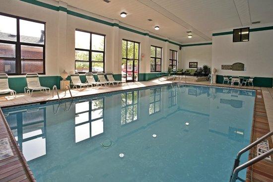 Quality Inn & Suites: Indoor swimming pool