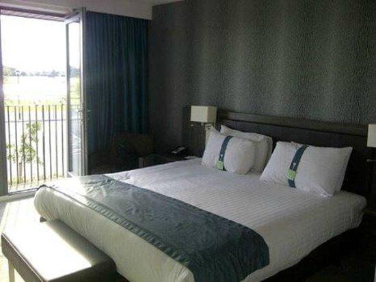 Holiday Inn Huntingdon Racecourse: Executive Room with small balcony