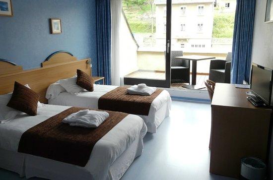 Brit Hôtel Du Ban : Chambre lit jumeaux terrasse