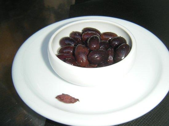 El Salon : Olive appetizers