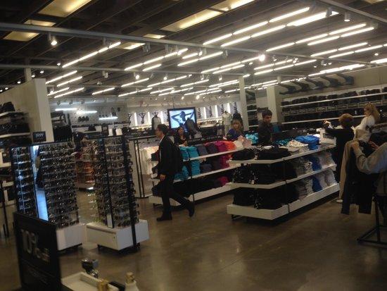 Woodbury Common Premium Outlets : Loja da Calvin Klein