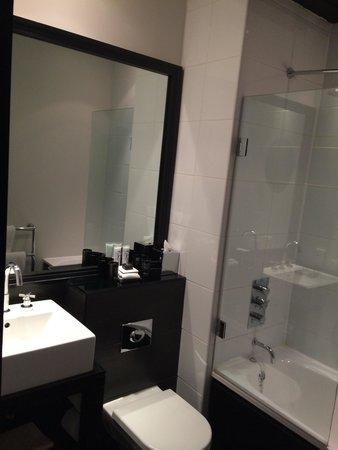 Malmaison: Stylish decor even in the bathroom