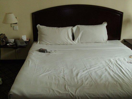 Hotel Soleil: ok bed