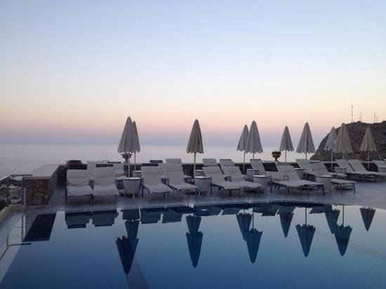 Epavlis Hotel: epavlis pool just before sunrise