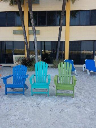 Bilmar Beach Resort: Chairs on sand right outside beachfront room.