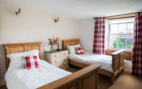 Court Farm Holidays: a typical twin room