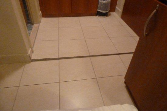 Pinija Hotel: zona pelogrosa al acercarse al baño-