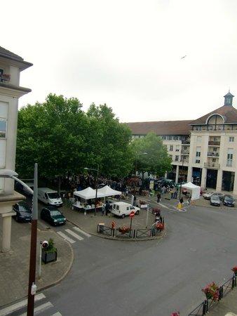 Golden Tulip Marne La Vallee : Sunday morning market