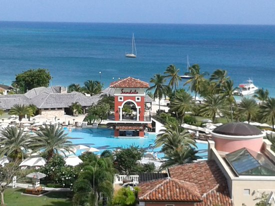 Sandals Grande Antigua Resort & Spa : View from 7th Floor Med Side