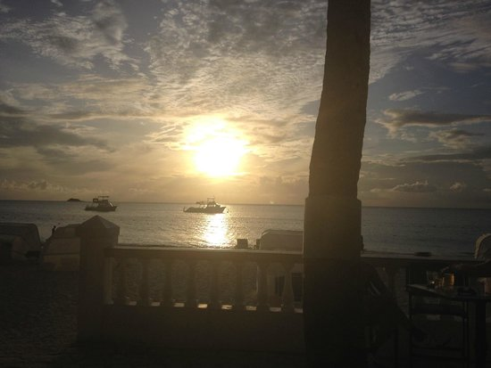 Sandals Grande Antigua Resort & Spa : Sunset from the bar by the beach