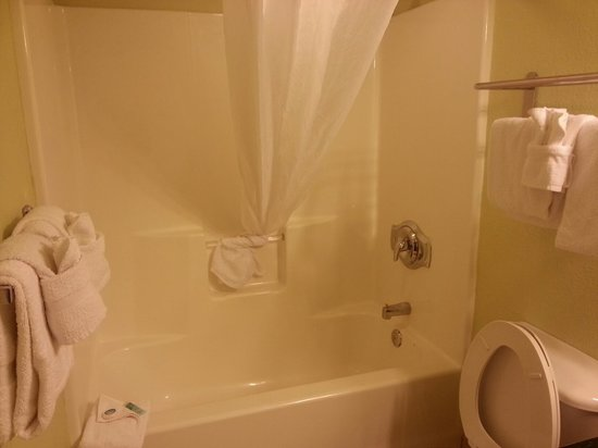 Bay View on the Boardwalk: Ocean View Room 209B Bathroom II