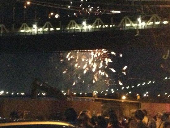 Manhattan Bridge: Fireworks